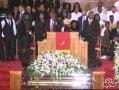 视频:惠特尼-休斯顿葬礼 亲友表演