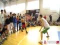 视频-教授竟来PK职业球员 写意运球仍能戏耍对手