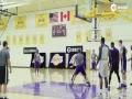 视频-当教练不如打球!小沃顿披挂上阵参与队内训练