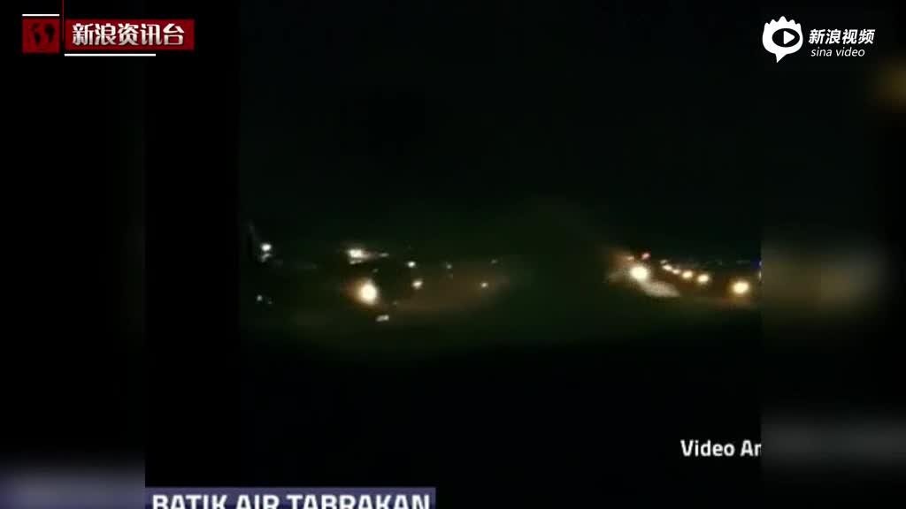 现场:印尼两客机在跑道相撞