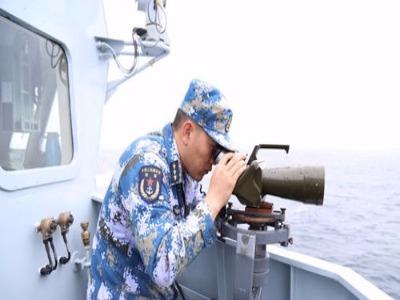 东海舰队全力搜救被撞沉渔船