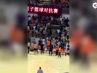 中美男篮友谊赛爆发群殴