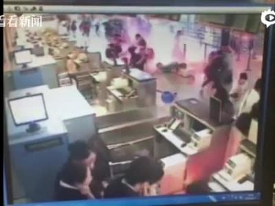 独家视频:浦东机场值机柜台爆竹燃爆瞬间