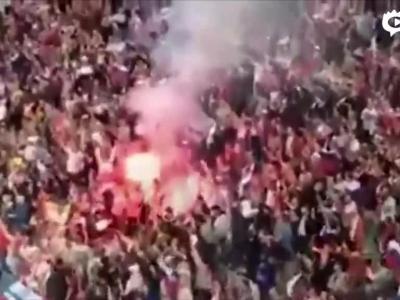 俄罗斯球迷看台放火