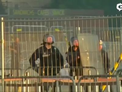 法球迷遭绝杀冲突骚乱