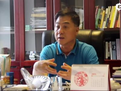 采访小球中心主任张小宁