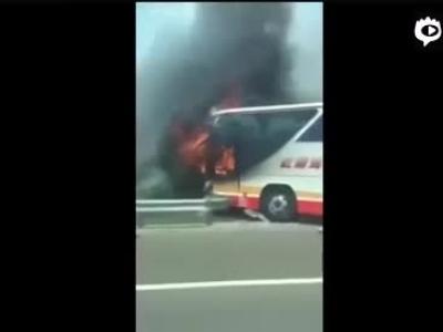 台湾一游览车撞围栏起火26人遇难!
