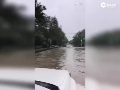 卡纳瓦罗调侃天津大雨
