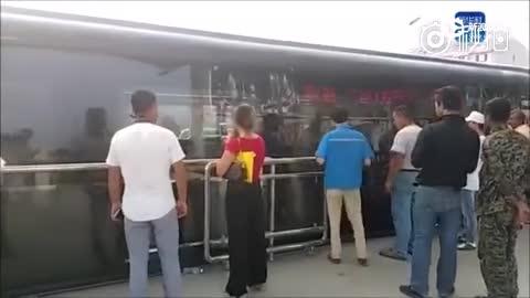 """""""空中巴士""""巴铁试验车启动路面测试"""