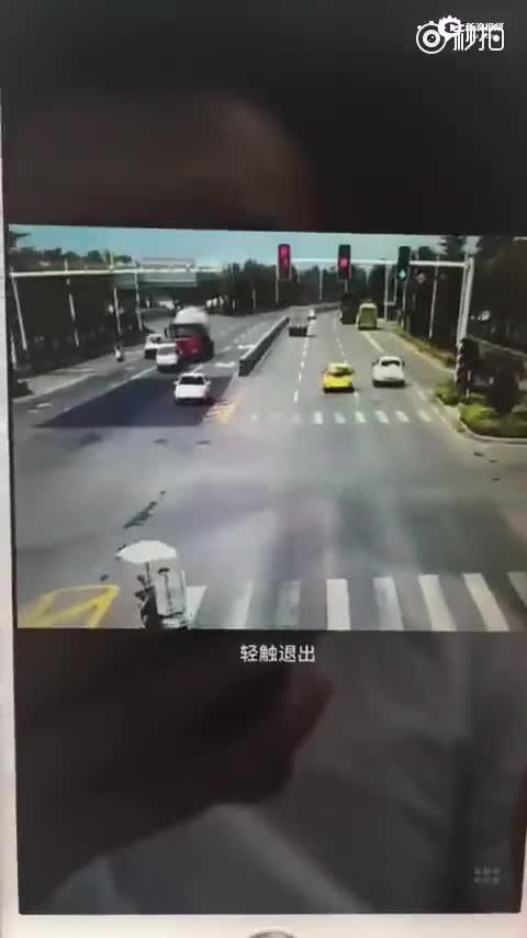 监拍福建漳州水泥槽罐车压扁教练车 多人死伤