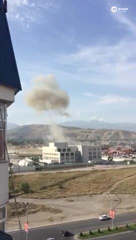 汽车冲撞中国驻吉尔吉斯斯坦大使馆后爆炸