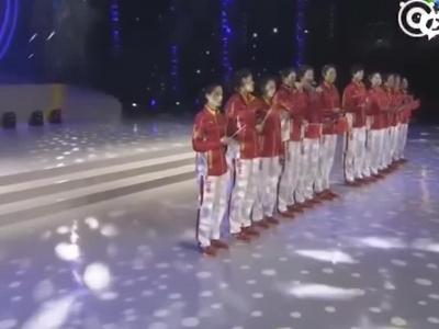 张杰与女排合唱《年轻的战场》