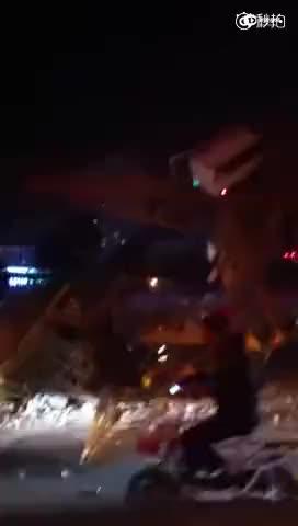 燕郊一吊塔倒塌 伤亡情况未知