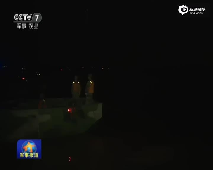 新纪录!陆军夜间用26分10秒架千米浮桥跨长江