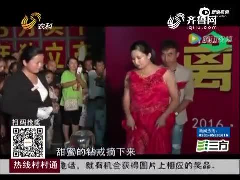 """现场:夫妻办离婚庆典 两人剪""""囍""""字高调离婚"""