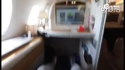 男子体验价值14万阿联酋航空头等舱 拍视频记录