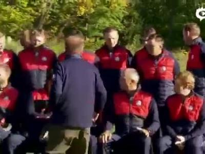 视频-伍兹与莱德杯美国队队员合影被拒