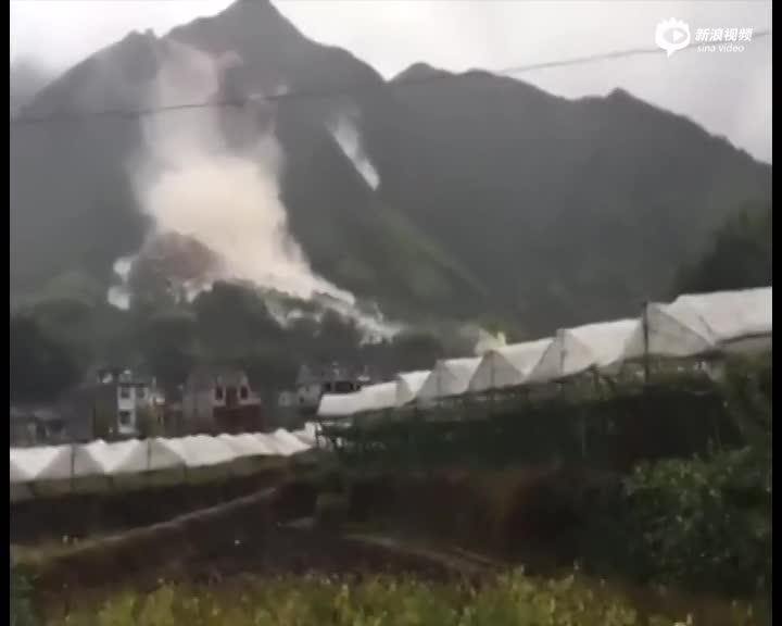 实拍浙江丽水山体滑坡 多栋居民楼被冲毁