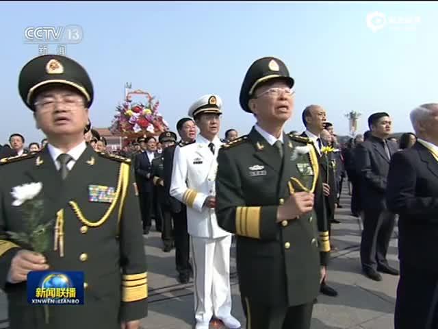 现场:烈士纪念日向人民英雄敬献花篮仪式