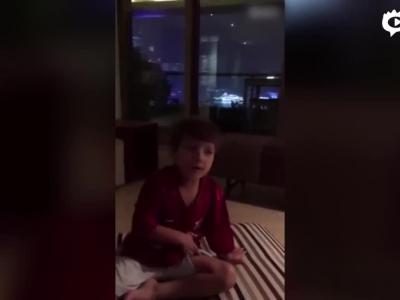孔卡爱子流利演唱中国国歌