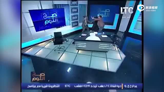 埃及脱口秀嘉宾直播间大打出手 一人脱鞋袭击