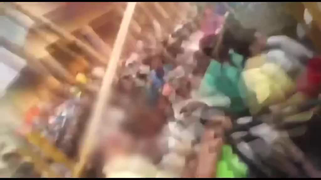 现场:印度一女孩摩天轮自拍 头发被缠住全部扯掉