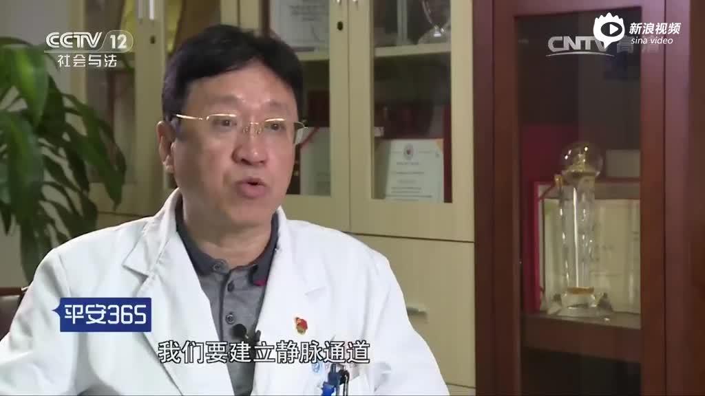 年轻医生连续工作32小时后吐血 画面触目惊心
