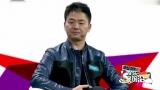 视频:刘强东为奶茶妹妹拍照秀恩爱 称给直男打分