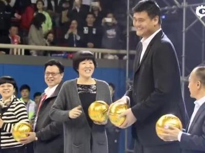 姚明郎平为女排联赛开球
