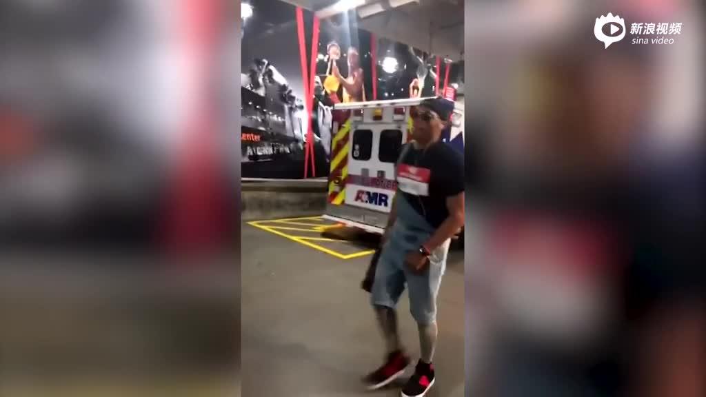视频-威少背带裤装扮惊艳亮相 任性解扣子演男人诱惑
