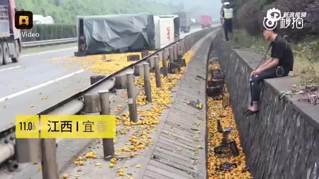货车侧翻蜜桔洒一地 司机阻止当地村民哄抢被打