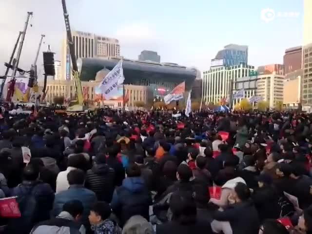 现场:数万韩国民众大规模集会 要求朴槿惠下台
