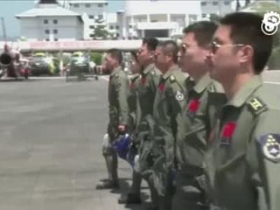歼-10女飞行员余旭生前受访