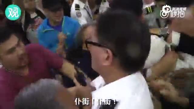 """""""港独""""分子赴台返港后遭袭 被泼液体扯烂衣服"""