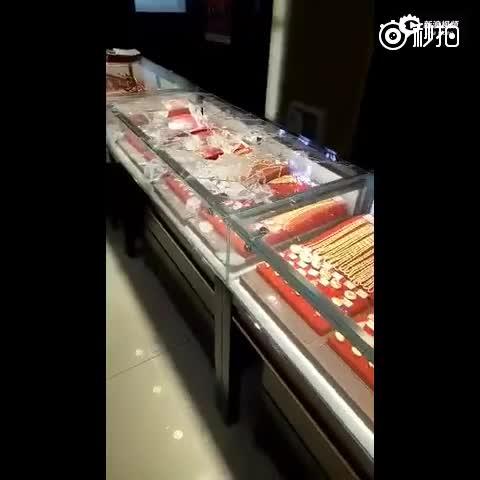 北京房山金店遭抢店员被划伤 警方已介入