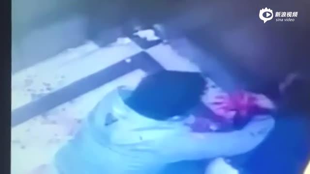 女子电梯遇劫被砍数刀 银戒指遭劫犯嫌弃扔掉