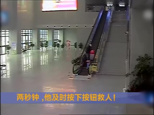 监拍:老人乘电梯遭行李拖拽摔倒 民警迅速反应