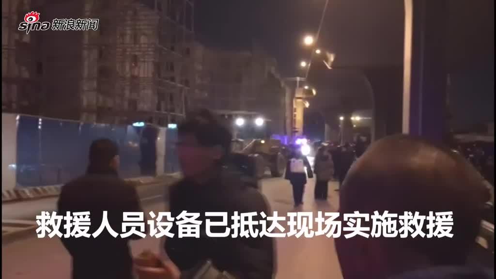 航拍郑州废弃高架桥坍塌砸中公交车 已致1死8伤