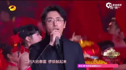视频:湖南春晚王宝强柳岩白客演唱《欢乐中国年》