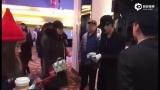 视频:吴亦凡突袭电影院 假扮工作人员现场发3D眼镜