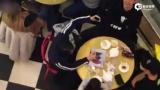 视频:周杰伦伦敦街头被拍 贴心为昆凌揉肩超甜蜜