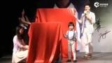 视频:Kimi暖心弯腰紧握弟弟 林志颖感动称心里暖暖的