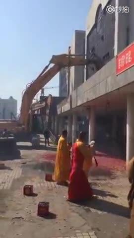 哈尔滨火车站改造工程 被指找人做法事