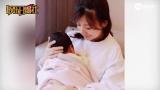 视频:贾静雯产后晒怀抱女儿照 母爱爆棚露会心微笑