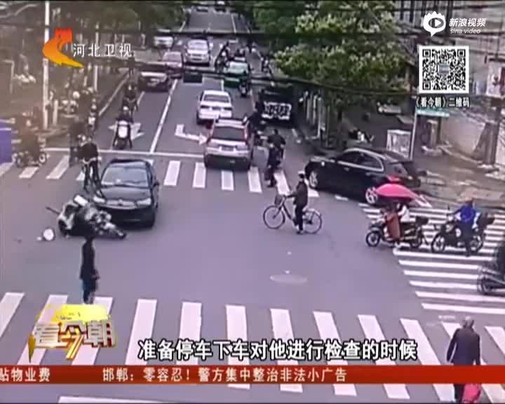 监控:男子违反交规后疯狂逃离 连撞数车伤数人