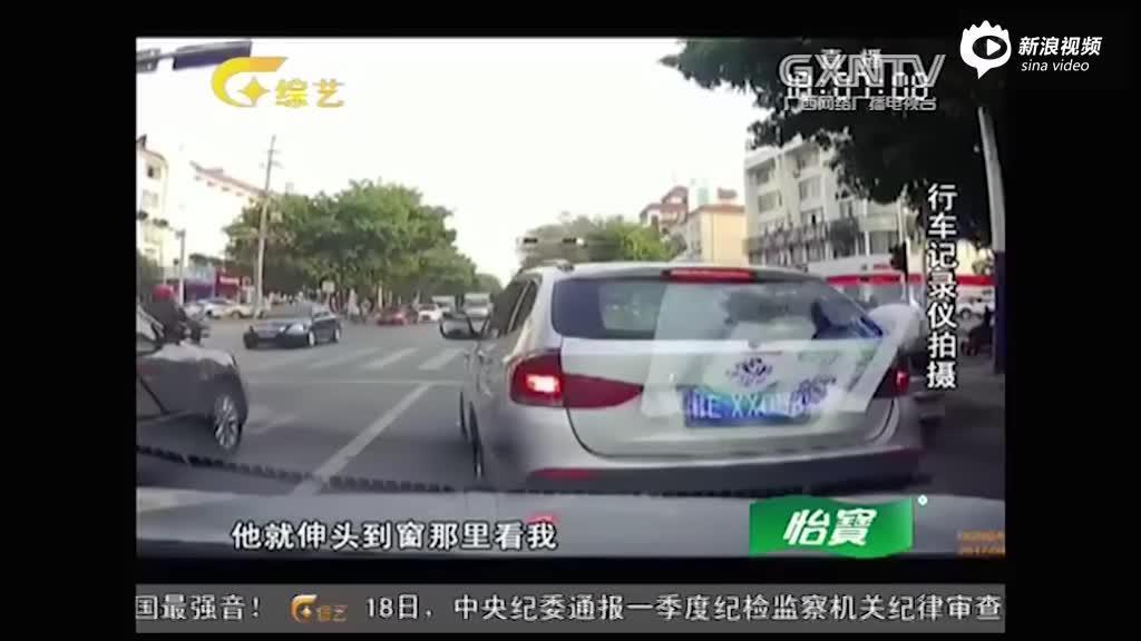监控:强行加塞还堵车道 霸道司机被处罚