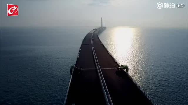 航拍:港珠澳大桥人工岛旅检大楼全面合龙