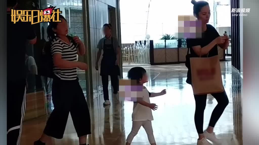 靳东老婆疑怀二胎