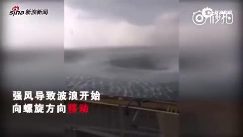 现场:科孚岛狂风肆虐 海上现神秘旋涡