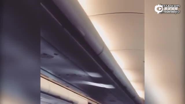 00:26实拍:因引擎故障 亚航飞机持续剧烈抖动